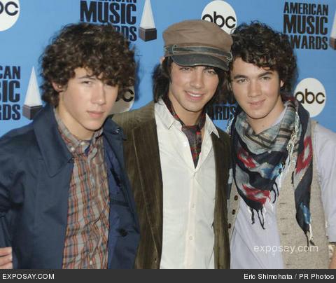 http://www.eisenstadtgroup.com/wp-content/uploads/2008/07/jonas-brothers-34th-annual-american-music-awards-nomination-announcements-sbnwsu.jpg